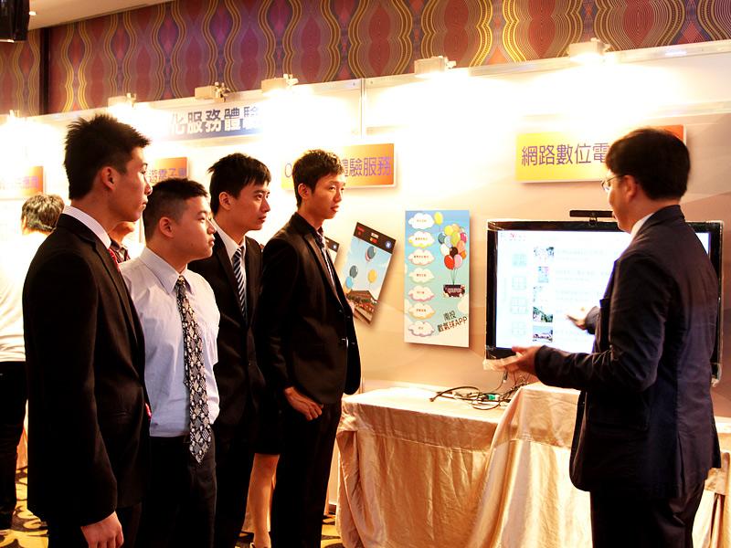 【台灣百大名店】TraNews科技化服務體驗區 網際網路全新領域