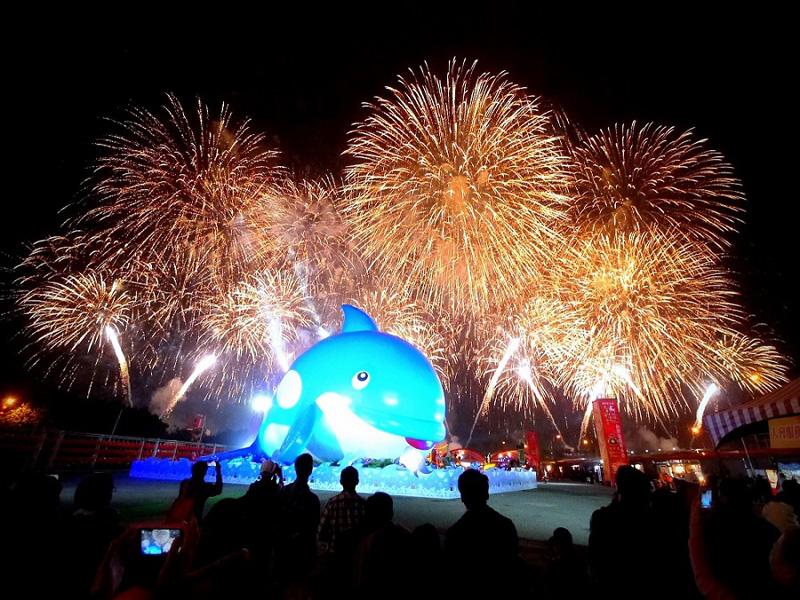 2015花蓮燈會喜洋洋 超Q藍虎鯨太平洋燈會噴水啦!
