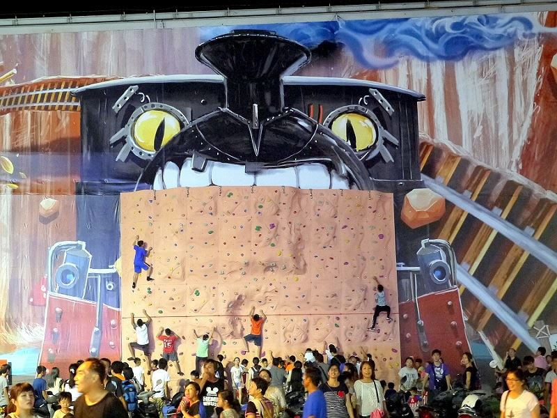 Fun, Fitness, and Healthy in Hualien Fu-Ding Night Market—Climbing Center