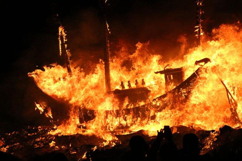 三隆宮迎王重頭戲 恭送王駕燒王船